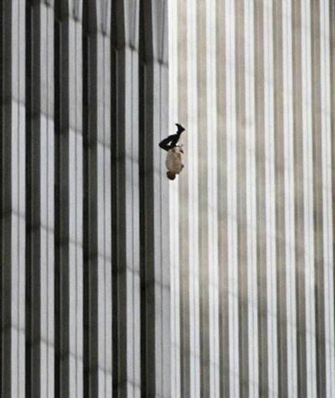 l'homme qui tombe 2001